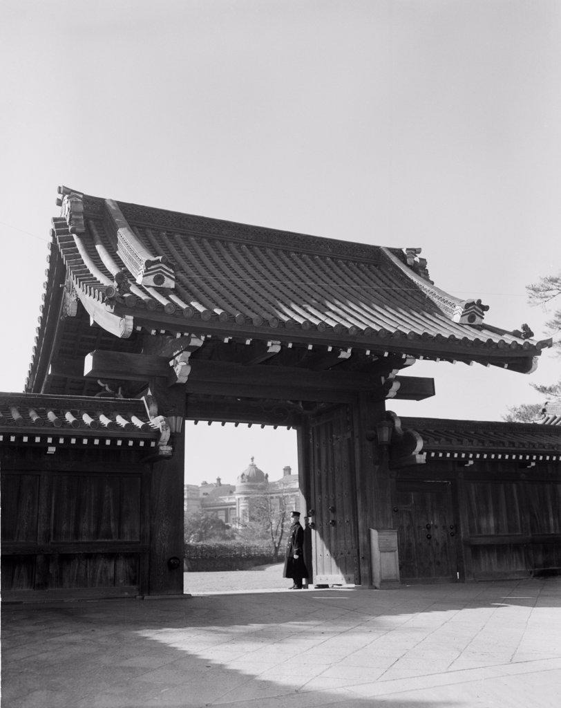 Stock Photo: 255-423794 Japan, Tokyo, Monastery gate