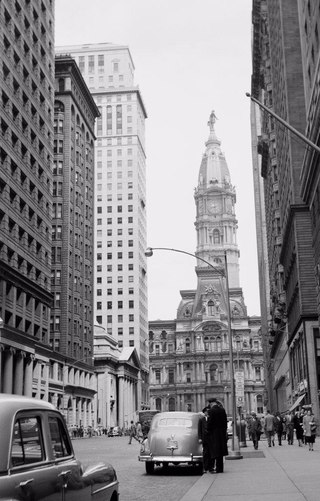 USA, Pennsylvania, Philadelphia, street scene with City Hall in center : Stock Photo