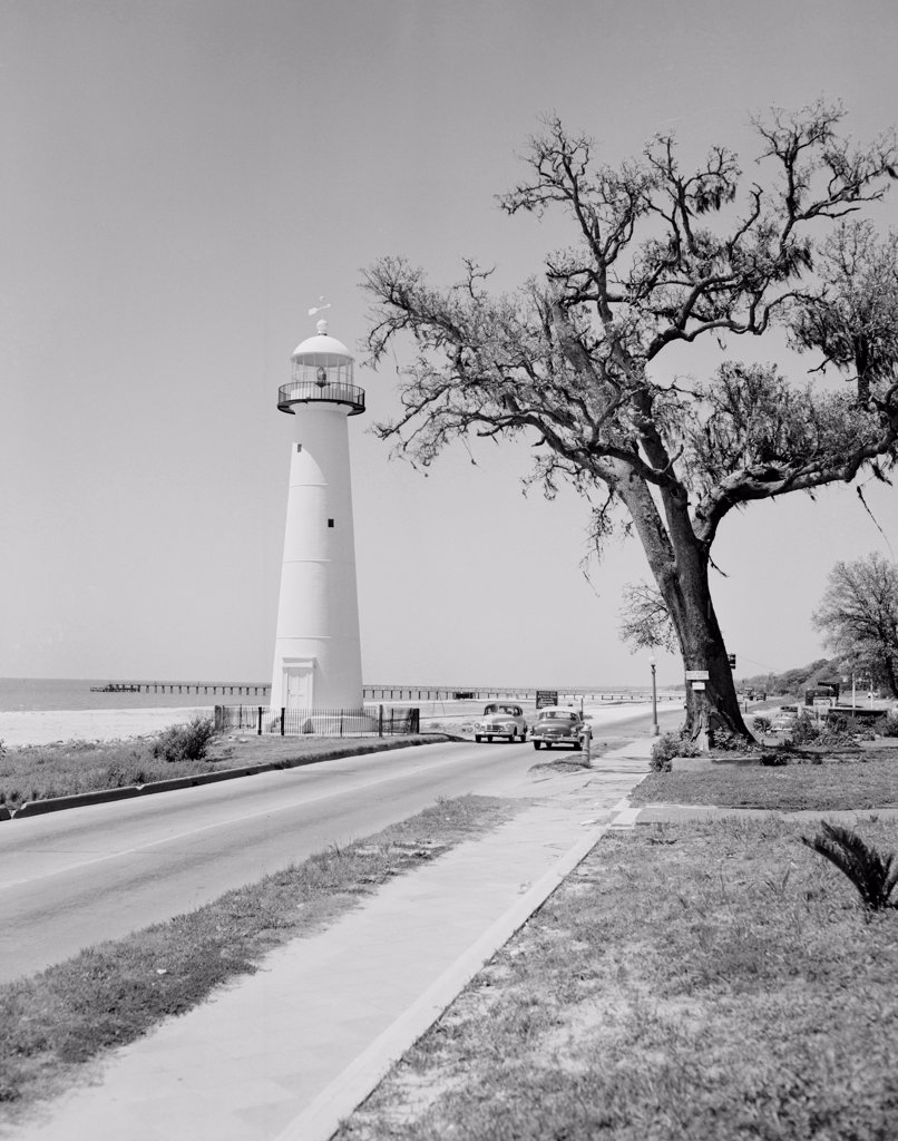 USA, Mississippi, Biloxi, lighthouse and highway 90 : Stock Photo