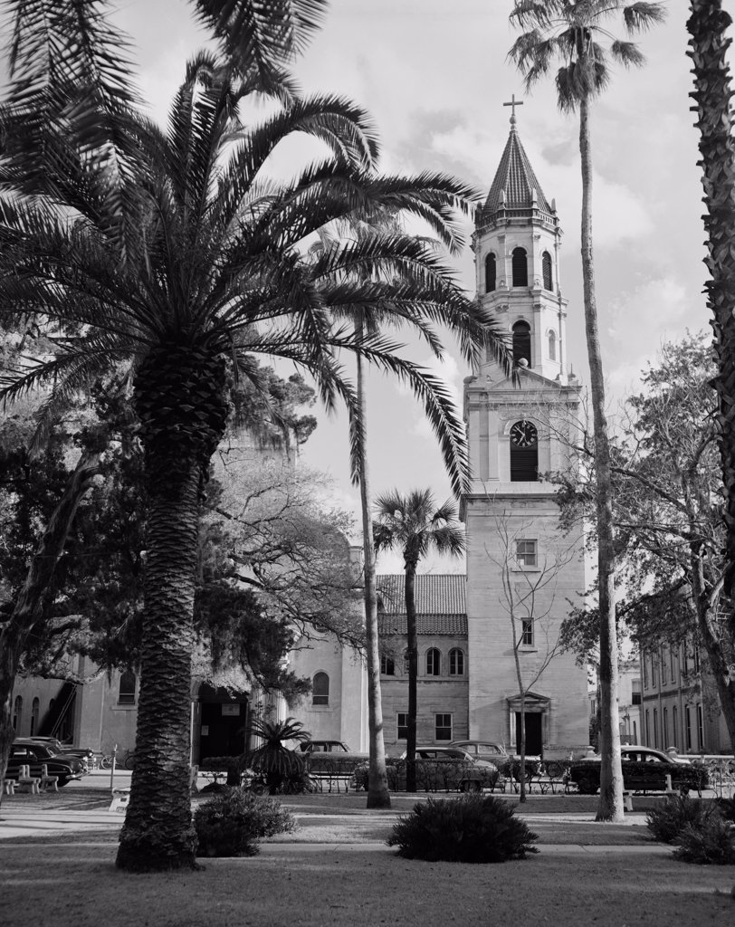 Stock Photo: 255-424088 USA, Florida, St Augustine, catholic cathedral across ancient plaza