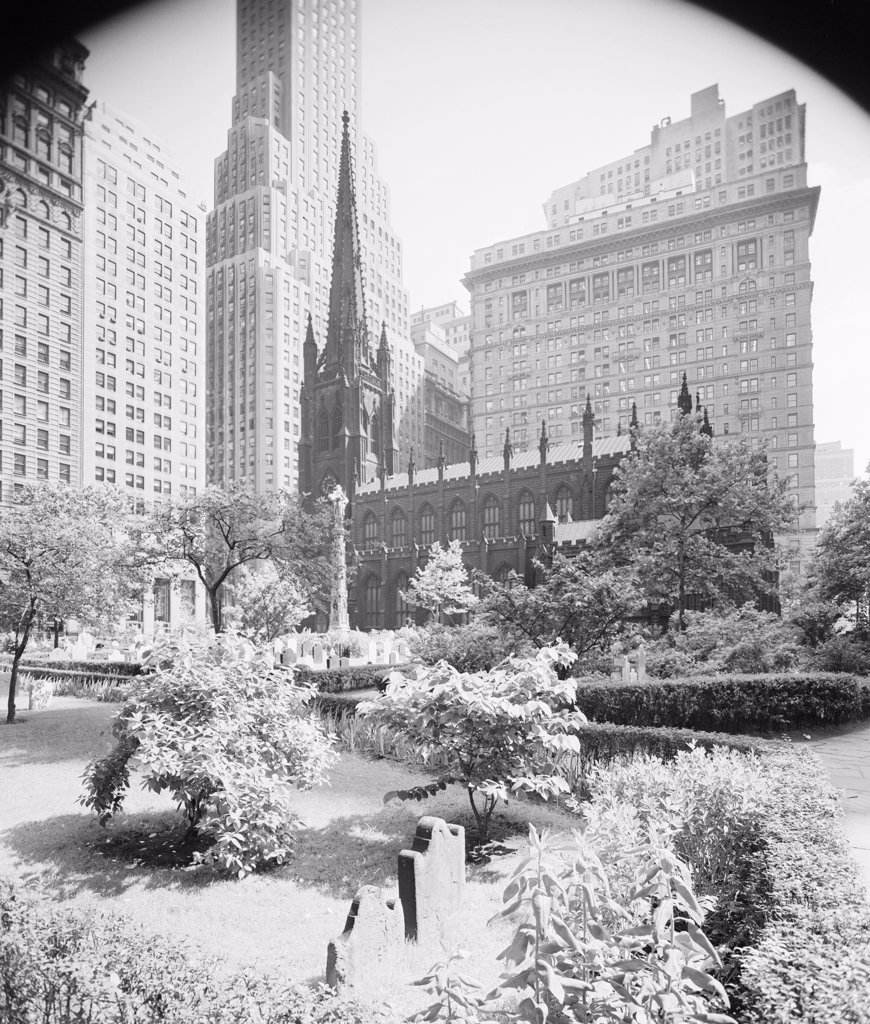 USA, New York State, New York City, Trinity Church yard and skyscrapers : Stock Photo