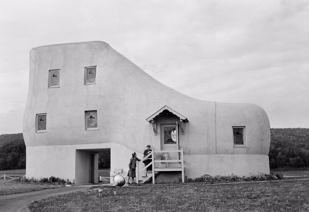 Stock Photo: 255-424733 USA, Pennsylvania, strange shoe house near York, built by eccentric shoe manufacturer Haines