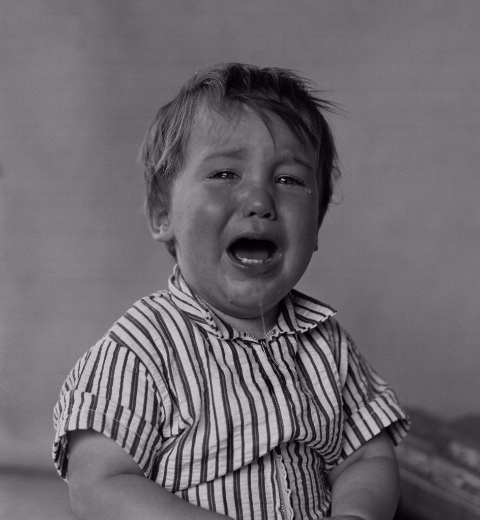 Stock Photo: 255-424920 Portrait of boy crying