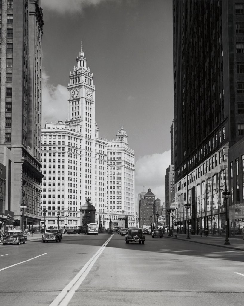 Stock Photo: 255-45089 USA, Illinois, Chicago, buildings along street