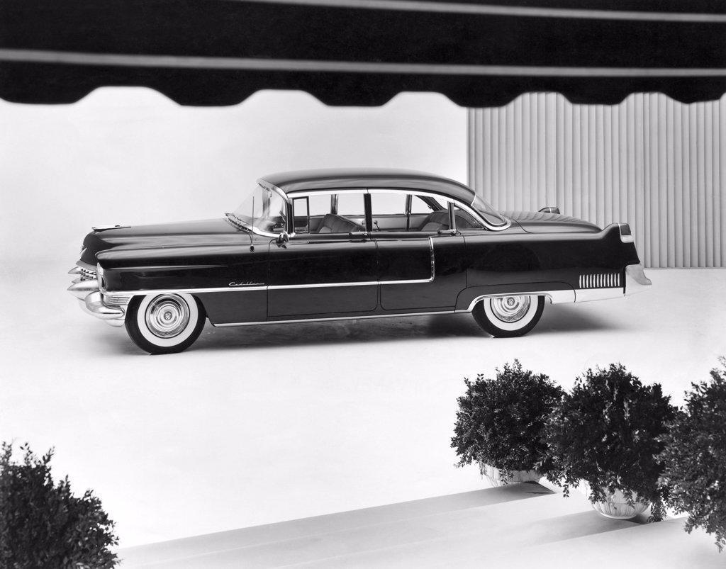 Side profile of a car, 1955 Cadillac 4-Door Sedan : Stock Photo