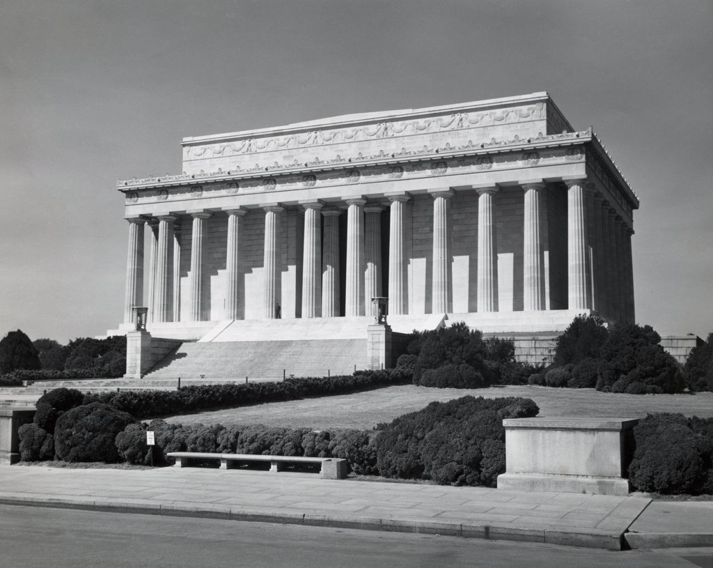 Stock Photo: 255-45691 Facade of a memorial, Lincoln Memorial, Washington DC, USA