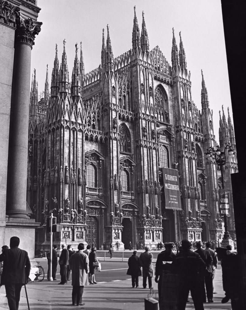 Stock Photo: 255-47274 Low angle view of a cathedral, Piazza Del Duomo, Milan, Italy