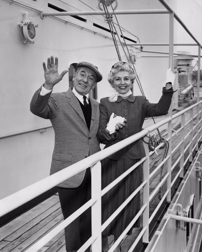 Stock Photo: 255-5931 Portrait of senior couple waving