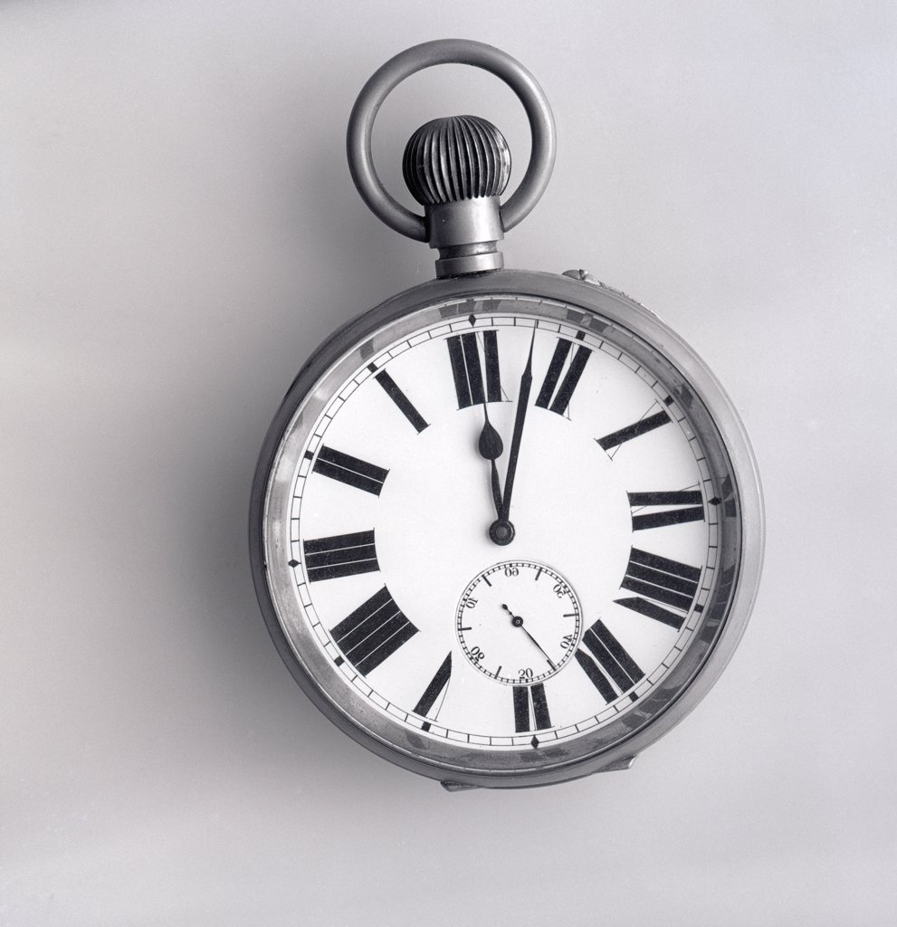 Stock Photo: 255-7665 Old fashioned pocket watch