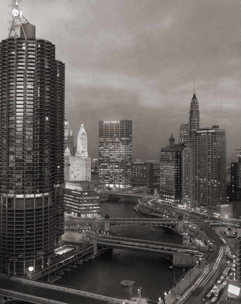 USA, Illinois, Chicago, Skyscrapers along Chicago River : Stock Photo