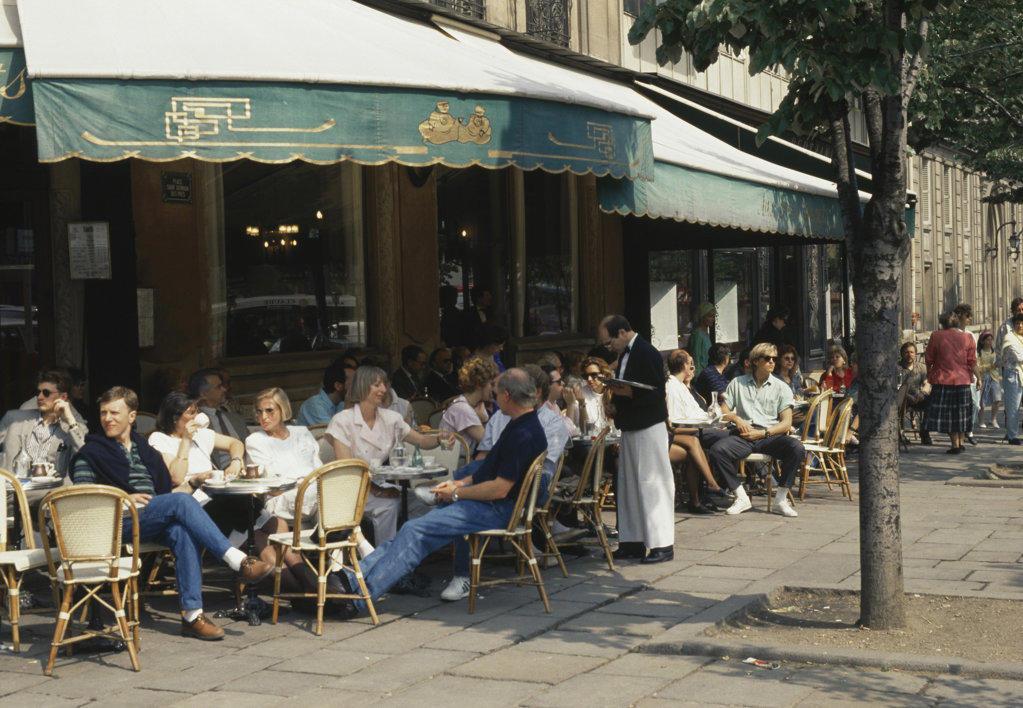 """""""Les 2 Magots"""" St. Germain Des Pres Paris France : Stock Photo"""