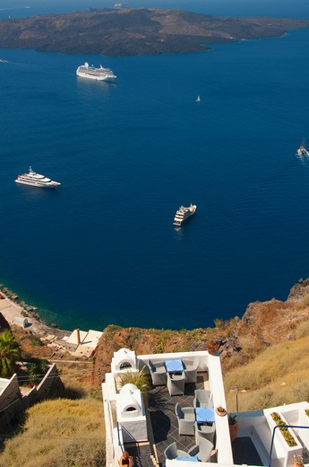 High angle view of yachts and a cruise ship in the sea, Santorini, Cyclades Islands, Greece : Stock Photo