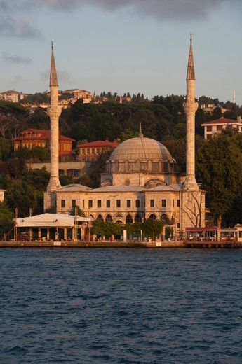 Mosque at the waterfront, Beylerbeyi Mosque, Istanbul, Turkey : Stock Photo