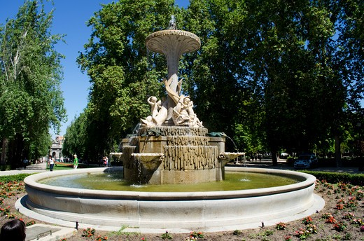 Stock Photo: 3138-537135 Spain, Madrid, Fountain in Buen Retiro Park