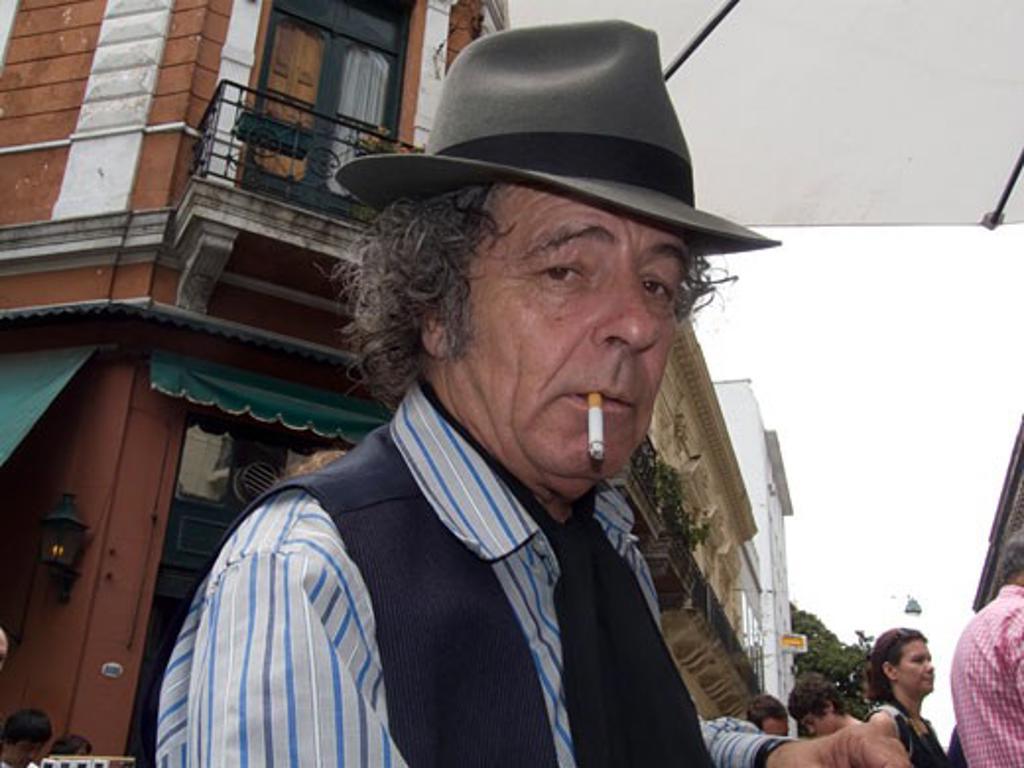 Stock Photo: 3138-726 Mature man smoking a cigarette, Buenos Aires, Argentina