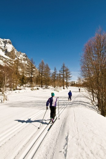 cross country ski, val ferret, valle d´aosta, italy : Stock Photo