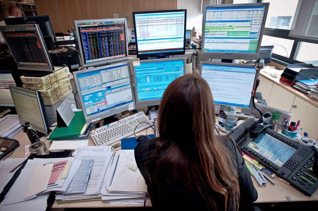Stock Photo: 3153-580646 sala contrattazioni titoli ed obbligazioni della banca akros, milano