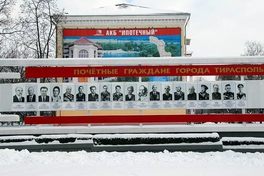 Stock Photo: 3153-581356 monumento con le fotografie delle massime autorità della transnistria, tiraspol transnistria