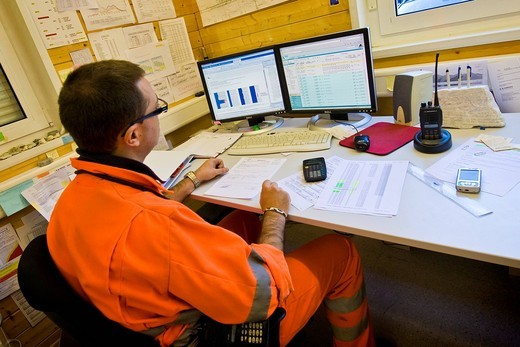 uffici di alptransit san gottardo, nuova trasversale ferroviaria alpina, cantiere di faido, svizzera : Stock Photo