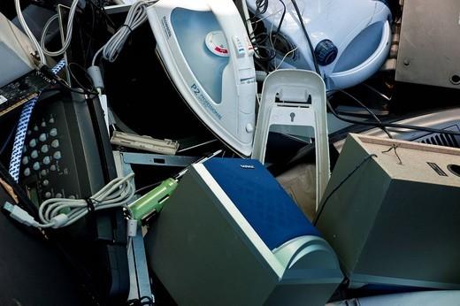 elettrodomestici dismessi, raccolta differenziata alla ricicleria AMSA di via barzaghi a milano : Stock Photo
