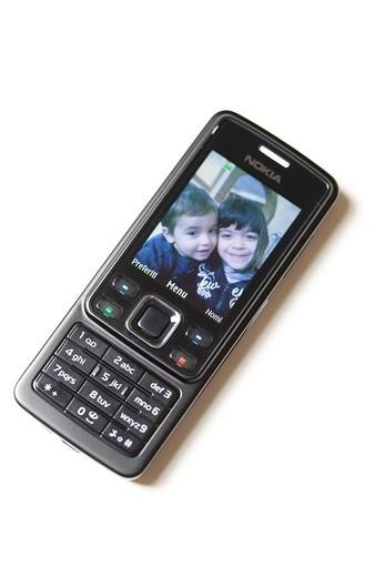 cellulare con la foto dei figli : Stock Photo