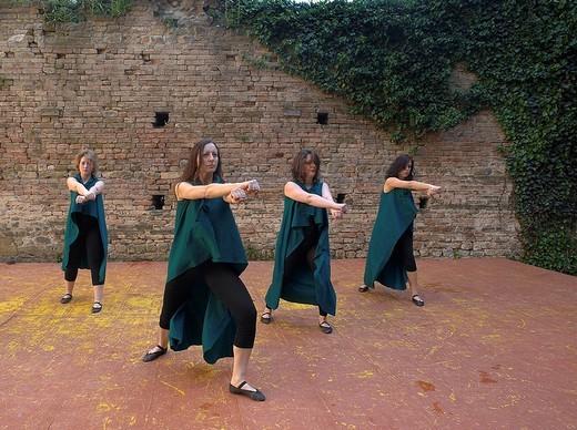 Stock Photo: 3153-592658 danze medievali alla rocca viscontea di castell´arquato, emilia romagna, italia