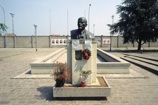 Stock Photo: 3153-593966 bust of lenin in cavirago, emilia romagna, italy