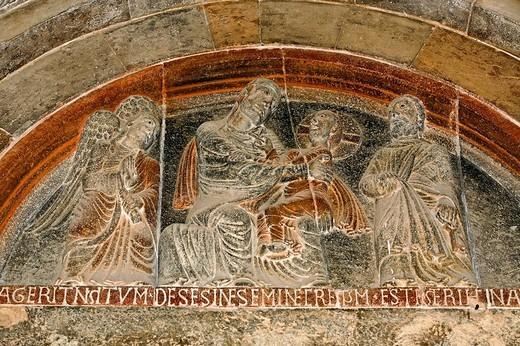 lunetta portale del XII secolo, collegiata di s.maria, castell´arquato, emilia_romagna, italia, europa : Stock Photo