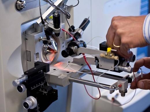 mass spectrometer, istituto di ricerche farmacologiche mario negri, milan, italy : Stock Photo