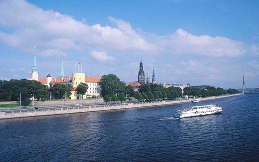 Stock Photo: 3153-614992 europe, latvia, riga, daugava river, royal palace, saint peter dome and saint giacomo dome
