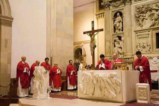 Stock Photo: 3153-615893 europe, italy, marche, loreto, sanctuary of the holy house, holy mess, celebrations of the good friday
