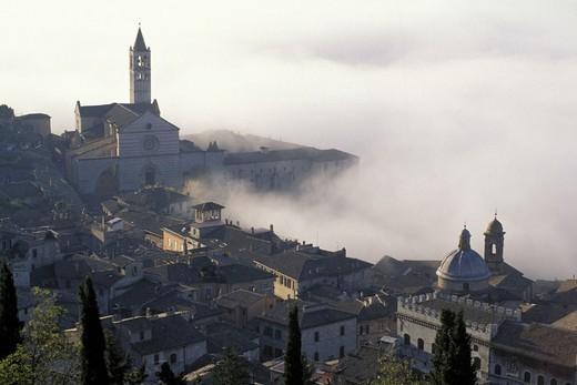 Stock Photo: 3153-618317 panorama/fog/st. clara church, assisi, italy