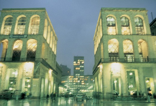 Stock Photo: 3153-629709 view by night in the rain, milan
