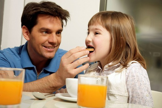 Stock Photo: 3153-631218 father and daughter, breakfast