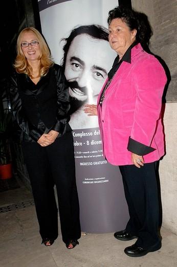 nicoletta mantovani and gabriella pavarotti,roma 16_10_2008 ,luciano pavarotti exhibition,photo carlo stella/markanews : Stock Photo