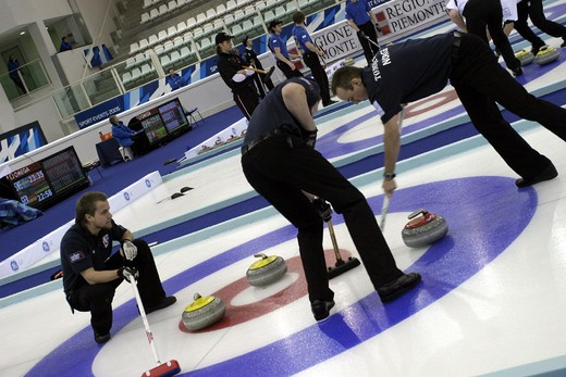 Stock Photo: 3153-642229 curling