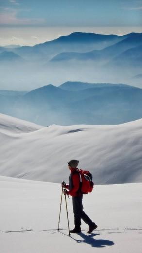 hiker, monti ernici, apennine mountains, lazio, italy : Stock Photo