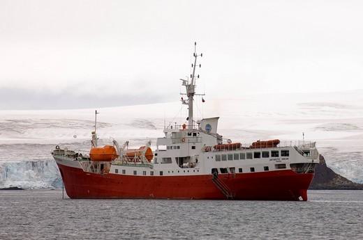 Antarctica, South Shetlands Islands, Aitcho Island, Antarctic Dream ship. : Stock Photo