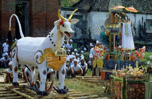 Stock Photo: 3153-644878 cremation ceremony, amlapura, bali, indonesia