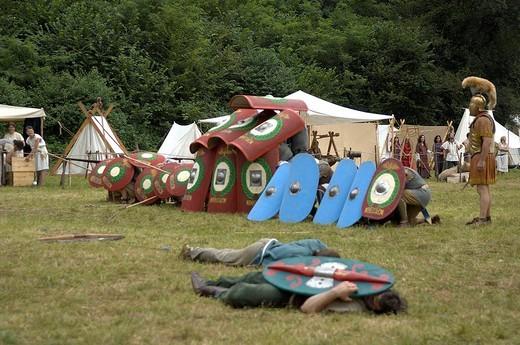 Stock Photo: 3153-647310 battaglia tra guerrieri celtici e soldati romani, celtic days, ome, franciacorta