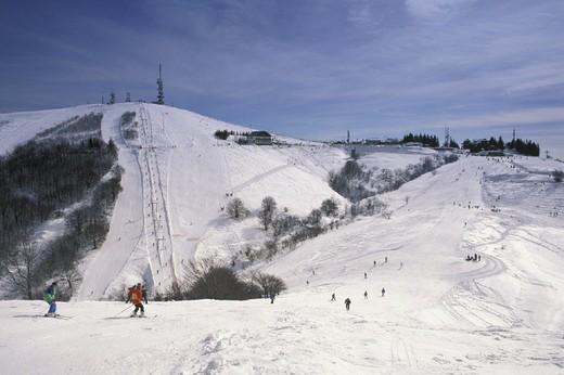 Stock Photo: 3153-647608 skiing slopes, mottarone, italy