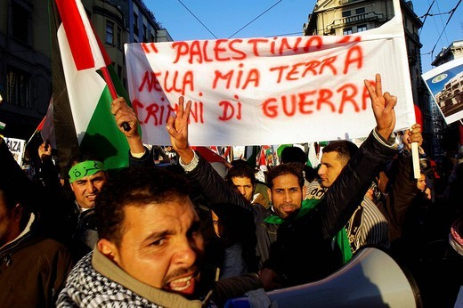 pro paletina demonstration against the israeli bombardments,milan 10_01_2009,photo marco becker/markanews : Stock Photo