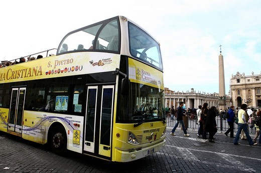 Stock Photo: 3153-654749 open bus in st peter´s square, rome, italy