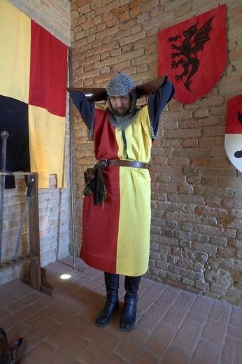 Stock Photo: 3153-655136 vestizione di cavalieri medievali alla rocca viscontea di castell´arquato, emilia romagna, italia