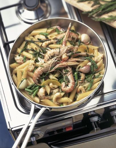 Stock Photo: 3153-676658 penne pasta, prawns, asparagus