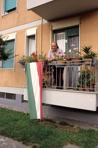 Stock Photo: 3153-691592 italian supporter standing on the balcony