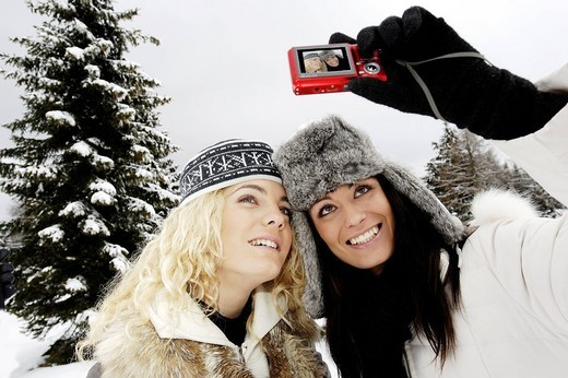 Stock Photo: 3153-693447 young women, snow