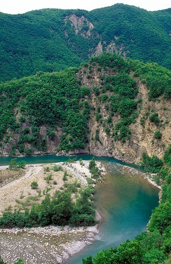 Stock Photo: 3153-694402 trebbia river, trebbia valley, italy