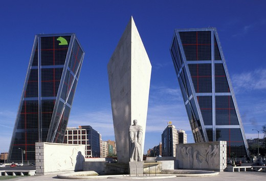 Stock Photo: 3153-694541 skyscrapers/plaza de castilla, madrid, spain