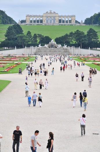 Stock Photo: 3153-698058 la gloriette e fontana di nettuno, parco del castello di schonbrunn, vienna, austria